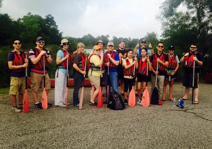 San+Jac+faculty+and+students+prepare+to+enjoy+the+outdoors+during+the+2016+canoe+excursion.+This+semester%2C+the+trip+is+scheduled+for+April+8.