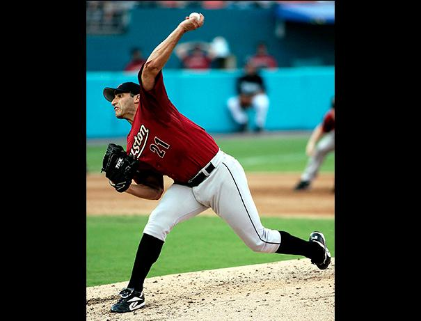 Andy+Pettitte+pitches+against+the+Florida+Marlins+in+2006+during+his+tenure+with+the+Houston+Astros.+The+MLB+star%27s+memorabilia+will+be+up+for+auction+Oct.+13+to+raise++money+for+San+Jac+student+scholarships.
