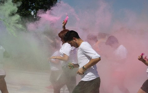San Jac students throw packets of pink and green powder during the 2015 Color Out Cancer event put together by Rec Sports. The organization will take part in a 3.1-mile course featuring a race through multiple inflatable obstacles March 26 at the Pasadena Convention Center.