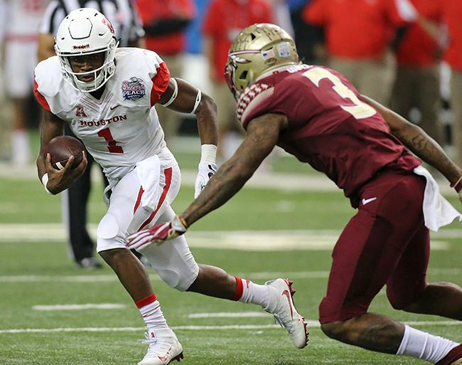 University+of+Houston+quarterback+Greg+Ward+Jr.+runs+for+yardage+on+a+quarterback+keeper+against+Florida+State+defensive+back+Derwin+James+during+the+Chick-fil-A+Peach+Bowl+on+Dec.+31%2C+2015+at+the+Georgia+Dome+in+Atlanta.+Ward+continues+to+lead+the+team+through+a+stellar+season.